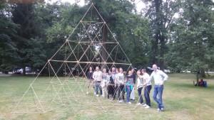 Piramide bouwen teambuilding personeel
