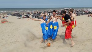 Groepsactiviteit zeskamp in Zandvoort
